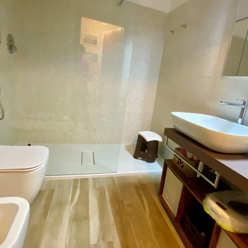 LARGE BAGNO